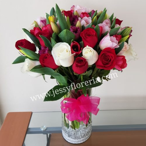 Florero de tulipanes y rosas florerias en guadalajara con servicio a domicilio, zapopan, tlaquepaque, tonala, tlajomulco