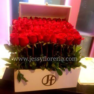 Baúl de 80 rosas florerias en guadalajara con servicio a domicilio, zapopan, tlaquepaque, tonala, tlajomulco