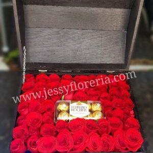 Cofre de rosas y chocolates florerias en guadalajara con servicio a domicilio, zapopan, tlaquepaque, tonala, tlajomulco