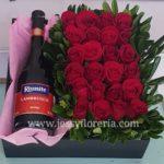 Caja de rosas y botella florerias en guadalajara con servicio a domicilio, zapopan, tlaquepaque, tonala, tlajomulco