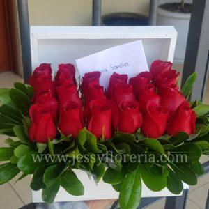 Cofre de 24 rosas rojas florerias en guadalajara con servicio a domicilio, zapopan, tlaquepaque, tonala, tlajomulco