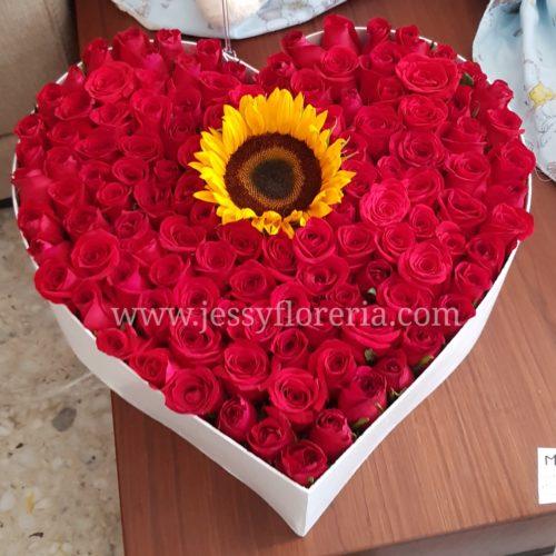 Caja de rosas y girasol florerias en guadalajara con servicio a domicilio, zapopan, tlaquepaque, tonala, tlajomulco