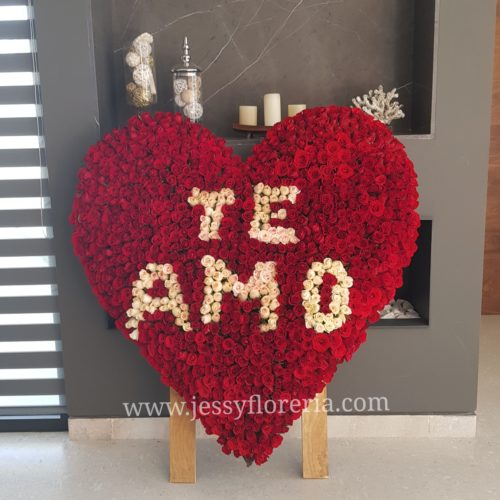 Corazón de 1000 rosas https://www.instagram.com/floreriajessy/