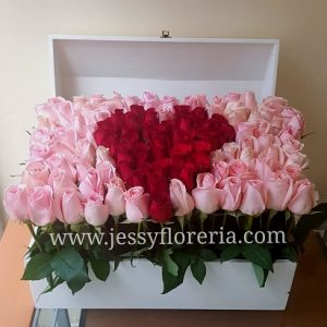 Cofre de rosas con corazón florerias en guadalajara con servicio a domicilio, zapopan, tlaquepaque, tonala, tlajomulco