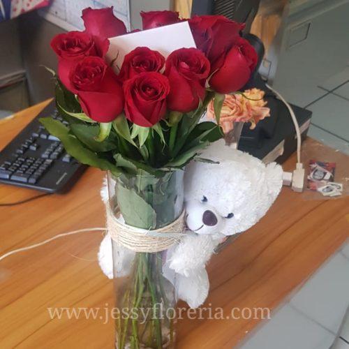 Florero con rosas y peluche florerias en guadalajara con servicio a domicilio, zapopan, tlaquepaque, tonala, tlajomulco