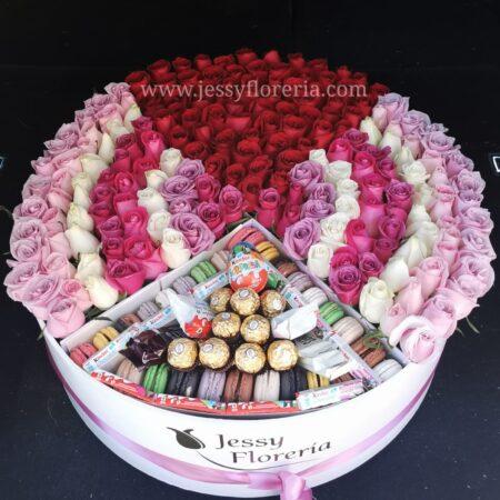 275-Caja rosas macarrones y chocolates