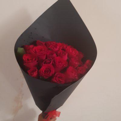 ramo de 24 rosas papel negro