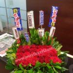 Caja con rosas y chocolates