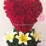 Corazón de 100 rosas rojas
