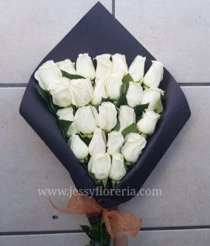 24 rosas blancas