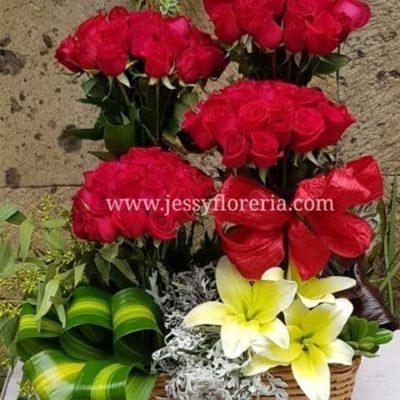 Arreglo floral 100 rosas rojas