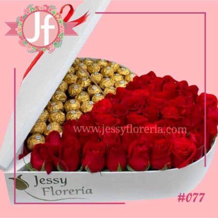 077-Corazón con 50 rosas y 40 Ferreros