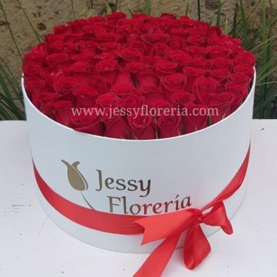 Caja redonda con 80 rosas