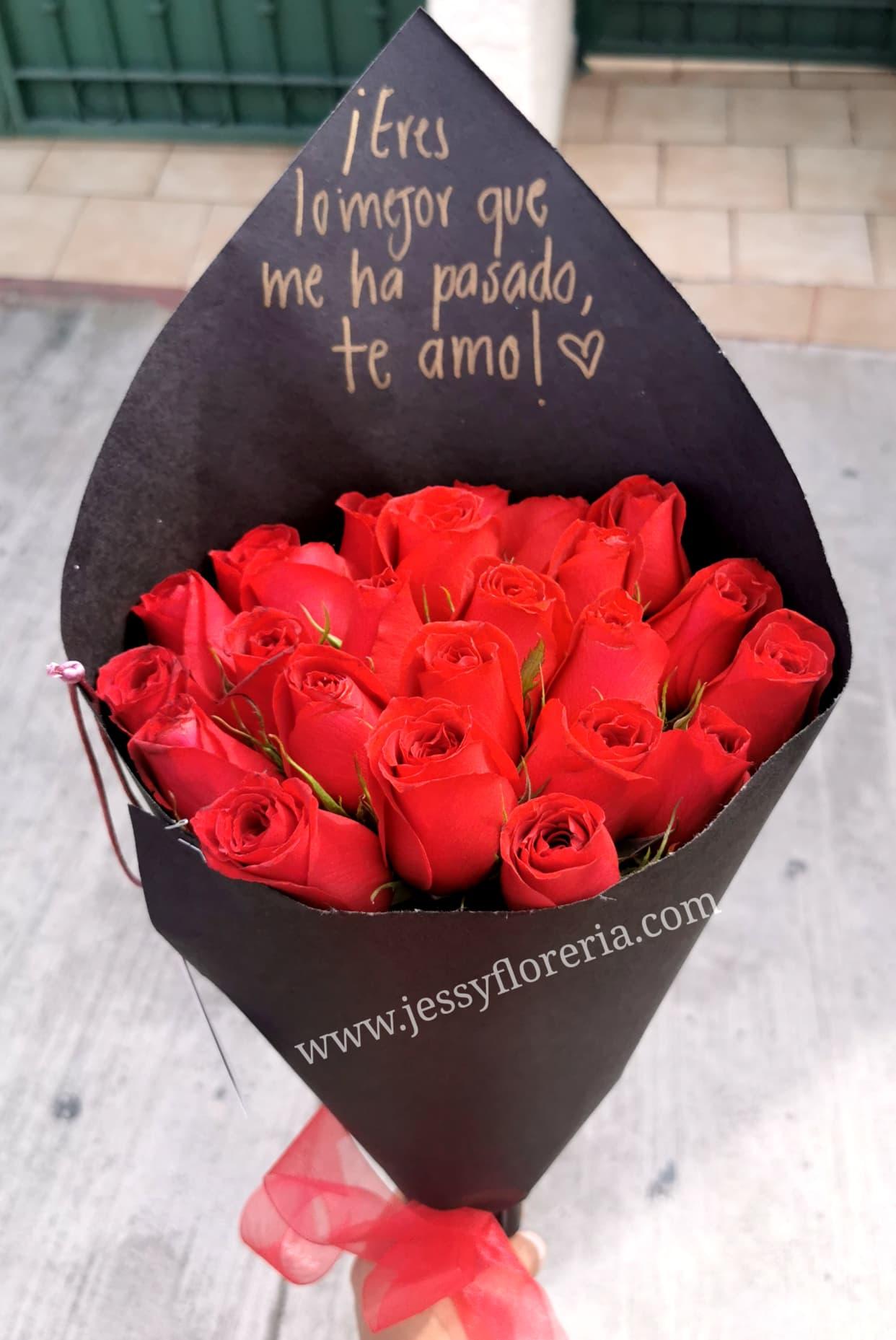 Ramo Redondo De 24 Rosas Rojas Envíos Gratis Mismo Día 2 A 4 Hrs