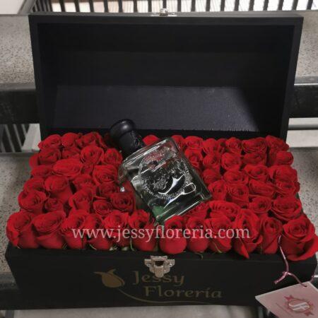 140-Cofre de rosas Don Julio 70