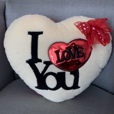 Cojín corazón rojo amor