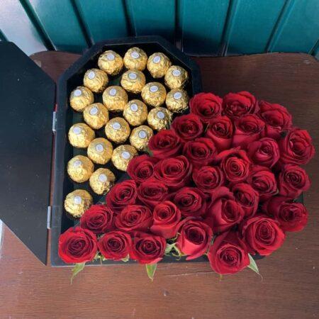Corazón 25 rosas y ferreros