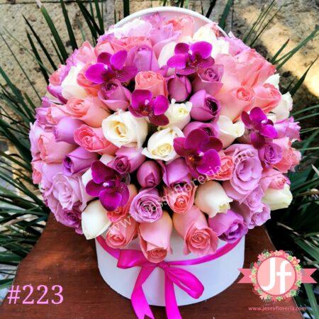 Caja circular 100 rosas rositas y orquídeas