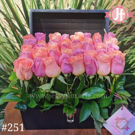 251-cofre-negro-con-40-rosas-rosas