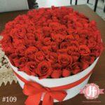 109 Caja redonda blanca con 120 rosas