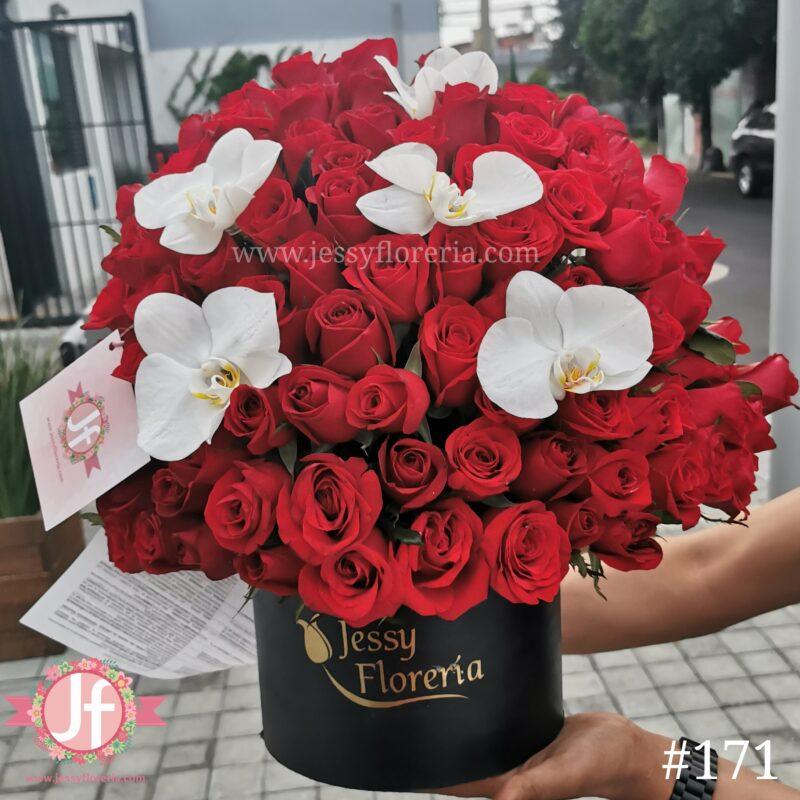 171 Esfera de 100 rosas rojas con orquídeas