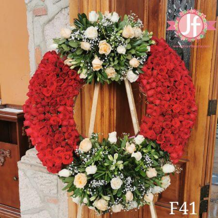 F41 Corona fúnebre de rosas rojas y flor surtida