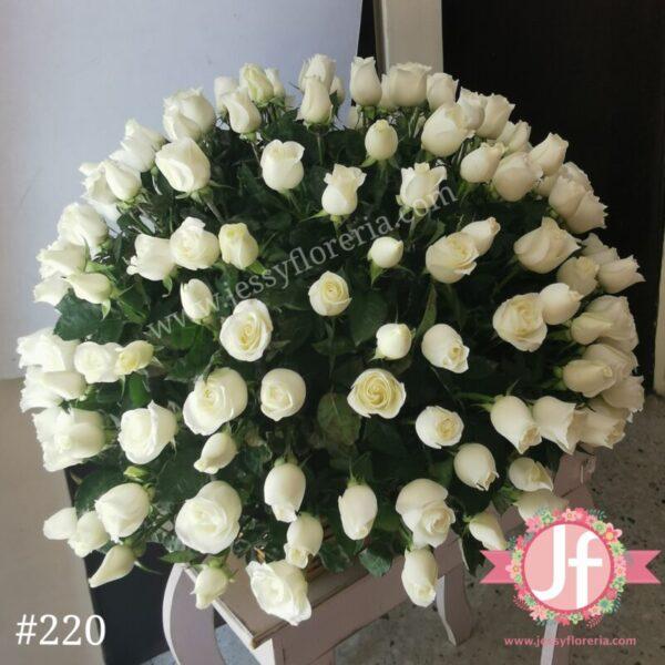 220 Canasta de 200 rosas blancas