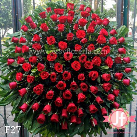 F27 Corona 100 rosas rojas