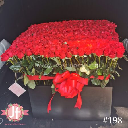 198 Caja con 400 rosas