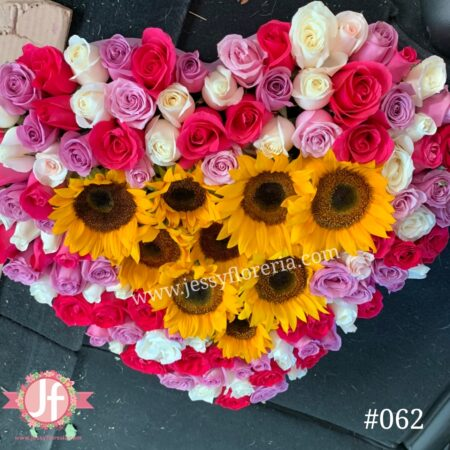 062-caja-corazon-rosas-rositas-y-girasoles