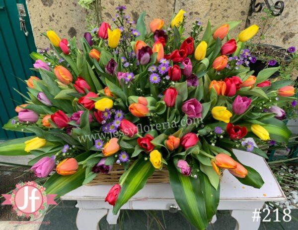 218-canasta-con-70-tulipanes
