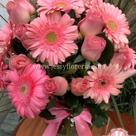 366-Florero rosas y gerberas