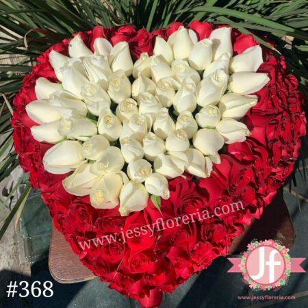 368-Caja corazón 200 rosas rojo y blanco