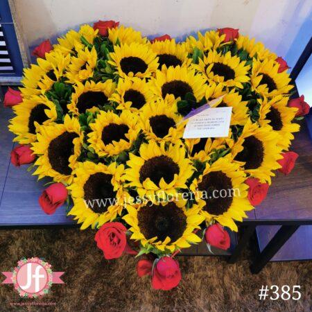 385-Corazón de girasoles y rosas