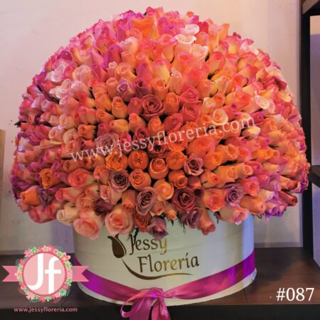 Caja con 300 rosas tonos claros