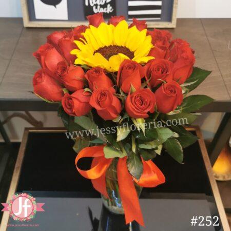 252 Florero 24 rosas rojas y Girasol
