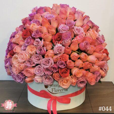 044 Esfera de 150 rosas rosadas