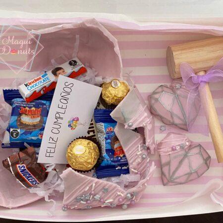Corazones de chocolate con mensaje y dulces