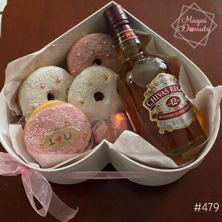 479-Corazón con donas, corazón mini de chocolate y Chivas Regal