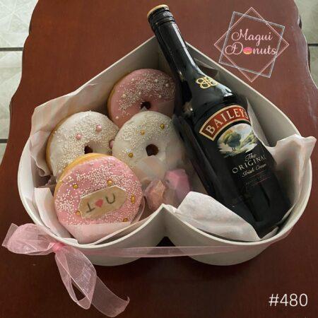 480-Corazón con donas, corazón mini de chocolate y Baileys