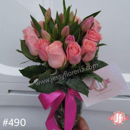 490-Florero 10 tulipanes y 12 rosas rosas